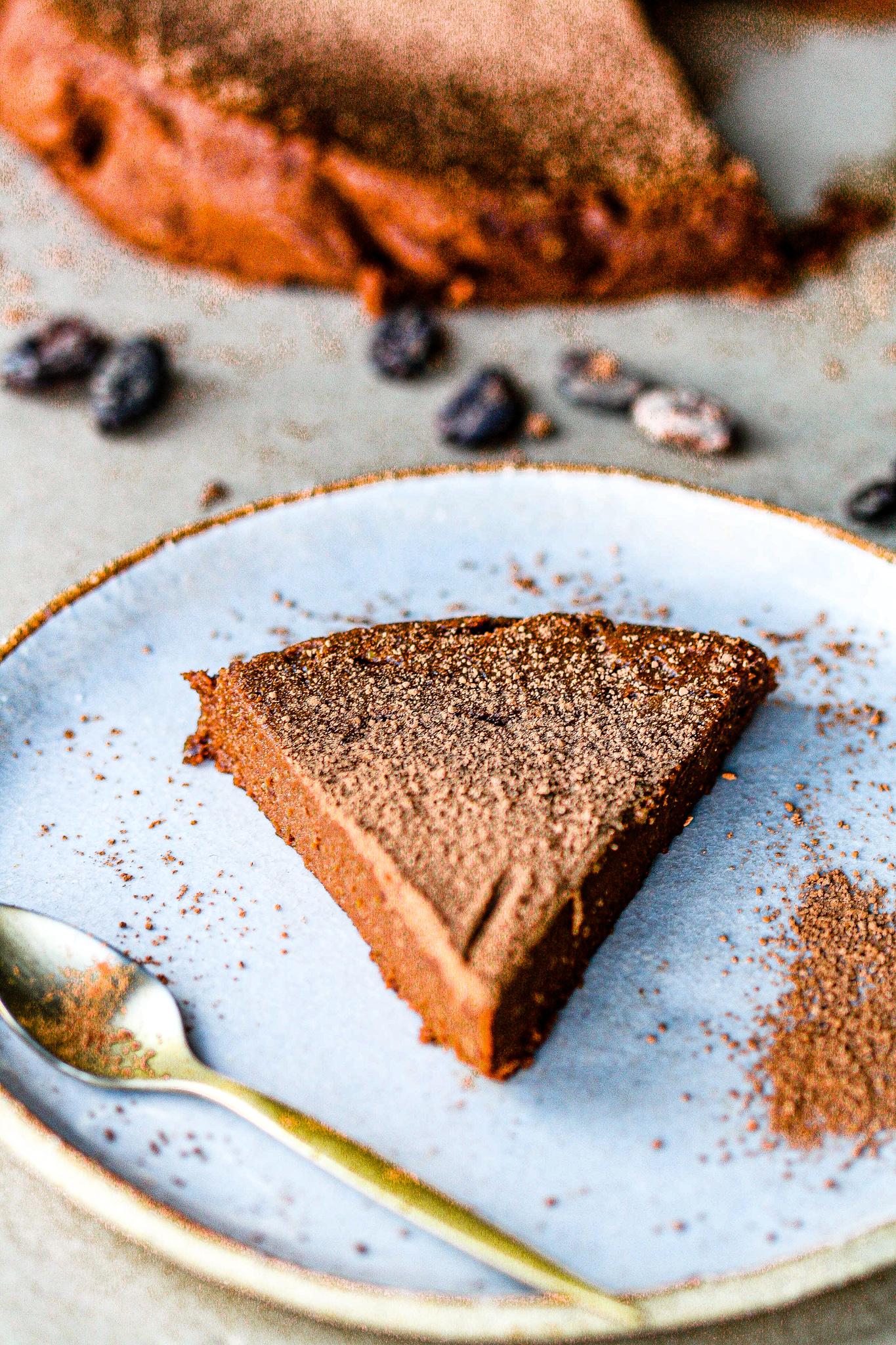 Flourless & Vegan Chocolate Cake